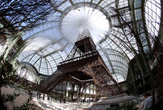 tháp Eiffel Paris Chanel